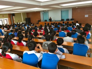 JSM speaking to Fuyang Middle School students, Anhui province